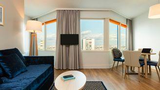 1-room apartment for 4 people - View of the Eiffel Tower.
