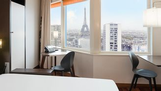 Studio for 2 people - View of the Eiffel Tower