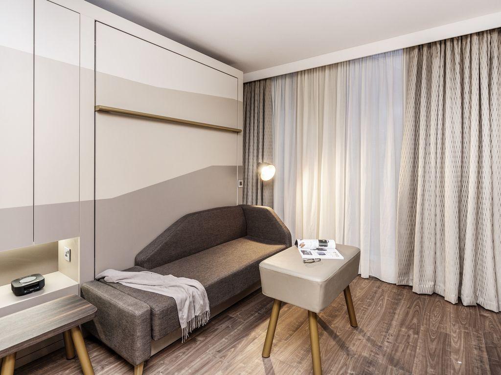Studio with 2 single beds