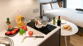 Elegant studio for 4 guests including 1 double bed and 2 single beds or 4 single beds